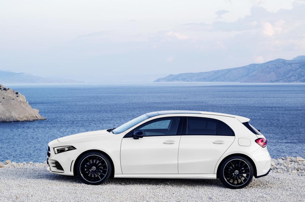 Foto Mercedes-Benz A-Klasse. Exterieur: Digital white pearl