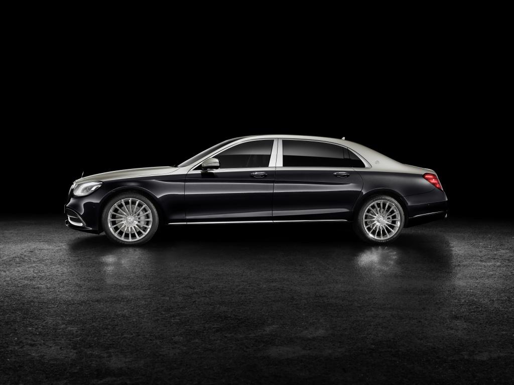 Foto Mercedes-Maybach S 560; Exterieur: Zweifarblackierung Aragonitsilber/Anthrazitblau