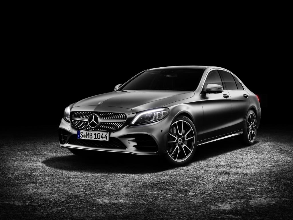 Foto Mercedes-Benz C-Klasse Limousine AMG-Line, Exterieur: designo selenitgrau magno, Interieur: Leder platinweiß pearl/schwarz