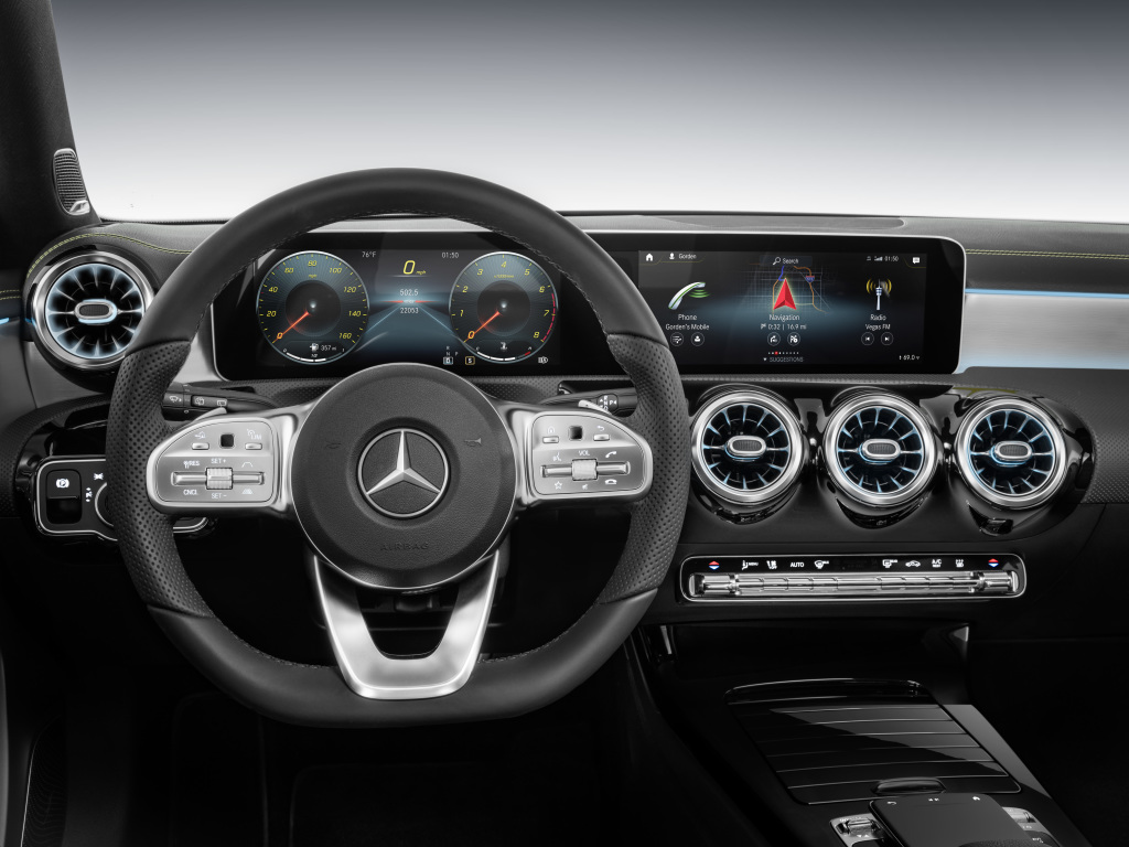 Foto Mercedes-Benz A-Klasse Lenkrad und Armaturen
