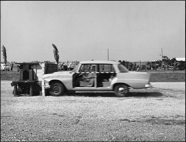 Foto Am 10. September 1959 beginnt Mercedes-Benz mit systematischen Unfallversuchen