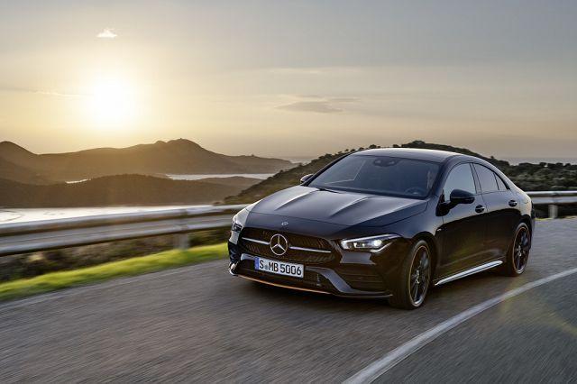 Foto Mercedes-Benz CLA, Edition Orange Art, AMG Line, kosmosschwarz.