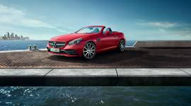 roter Mercedes-Benz SLC