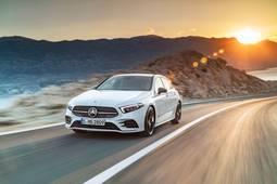 Mercedes-Benz A fahrend mit Sonne