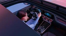 Mercedes-Benz EQA - Blick durch das Shiebedach