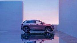 Mercedes-Benz EQA - Seitenansicht im Dämmerlicht