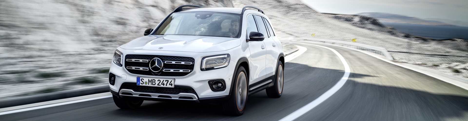 Auto Nagel: Mercedes-Benz GLA in voller Fahrt